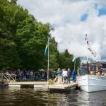 Herbert lägger till vid den nya ångbåtsbryggan på Strandkullen i Björboholm